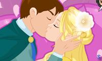 Золушка целуется с принцем
