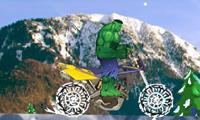Зимняя прогулка Халка на мотоцикле